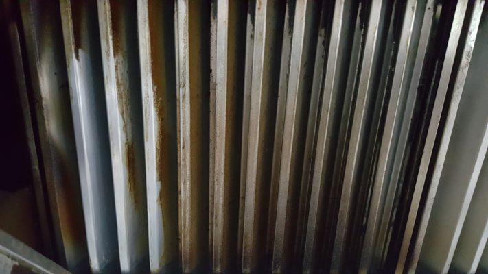 cách tẩy dầu mỡ trên máy hút mùi sạch lâu